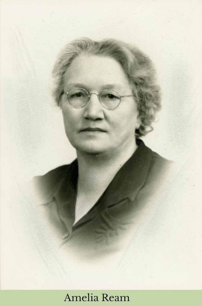 Amelia Ream beautiful portrait pic with glasses